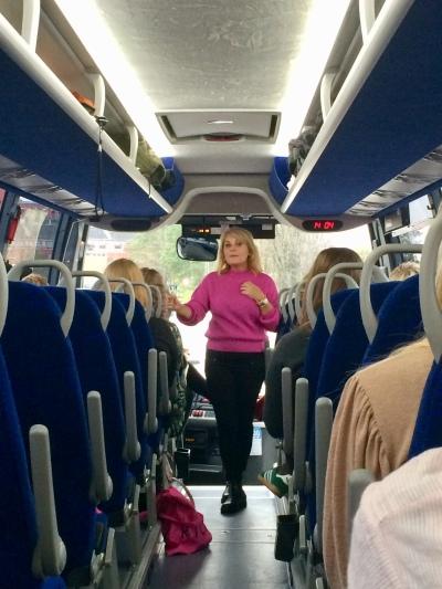 Researchen til Pigen under træet bragte Sara Blædel tilbage til sin egen ungdom – i november tog hun en gruppe bloggere med på tur til sin gamle by.
